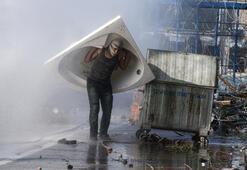 Son dakika... Dünyanın gözü sınırda Yunanistanın sert müdahalesi sürüyor