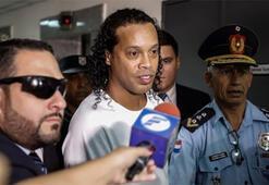 Ronaldinhonun kelepçe ile götürüldüğü anlar sosyal medyayı salladı