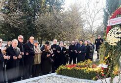 Çetin Emeç, mezarı başında anıldı