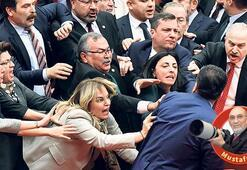Kadın vekillerden kavgaya müdahale