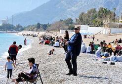 Antalyada güneşli havada deniz keyfi