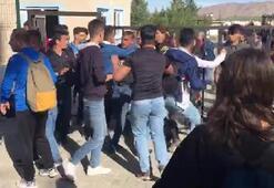 Liseliler birbirine girdi