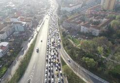 Küçükçekmece'de trafik çilesi 3 kilometrelik yol 1 saat sürüyor
