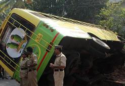 Katliam gibi kaza... Otobüs binaya çarptı: 23 ölü