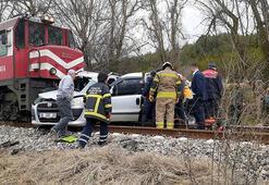 Tren, hemzemin geçitte araca çarptı: 2 ölü, 2 yaralı
