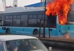 Erzurumda belediyeye otobüsü, seyir halinde alev aldı