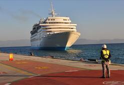 Kuşadasına kruvaziyerle 375 turist geldi