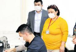 Devlet hastanesi maskesini üretiyor