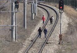 Doğu Ekspresi treni rayında tehlikeli oyun