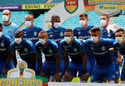 Gremiolu futbolcular maça maskeyle çıktı