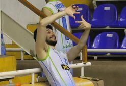 Basketbol maçı sonunda ilginç sevinç