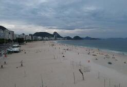 Rio de Janeiro plajları bomboş kaldı