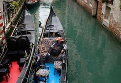 Salgın nedeniyle tenhalaşan Venedikte kanallar temizlendi
