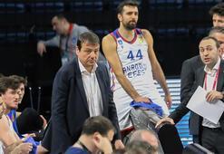 İdman iptal oldu, Ergin Ataman oğluyla basketbol oynadı...