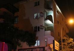 Pendikte 4 katlı binanın balkonları çöktü
