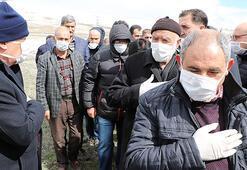 Rektörün babasına maske ve eldivenli cenaze töreni