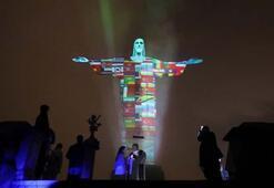 Kurtarıcı İsa heykeli ülke bayraklarıyla aydınlatıldı
