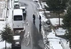 Cenaze arabasına sığmayan boş tabutu yol kenarında unuttular