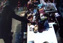 Silahlı gaspçı market sahibine doğum gününde kabus yaşattı, o anlar kameraya böyle yansıdı