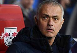 Jose Mourinho kolları sıvadı, yaşlı insanlar için alışveriş yaptı