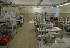 İstanbuldaki 7 okul maske ve tulum üretiyor