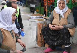 90 yaşındaki yaşlı kadını sokakta gören polisler bunu yaptı