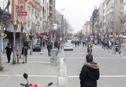 Uşaklılar, 'evde kal'madı İsmet Paşa Caddesi doldu