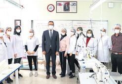 Öğretmen ve öğrencilerden yıkanabilir maske üretimi