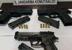 Otomobilin koltuklarına gizlenen ruhsatsız 3 tabanca bulundu