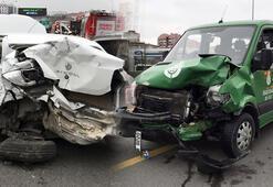 Araç içinde sıkışarak ağır yaralanan kadın böyle kurtarıldı