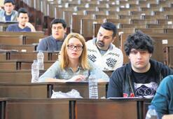 Üniversite sınavları bir ay ertelendi