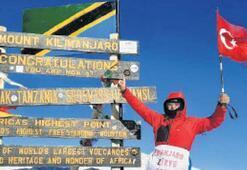 Kilimanjaro'ya bayrağı dikti...
