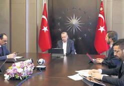Erdoğan da 'sosyal mesafe'yi koruyor