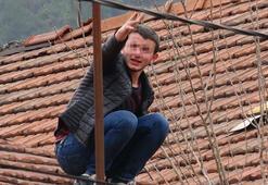 Komşusuna yardım için çatıya çıktı ama mahsur kaldı