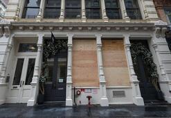 New Yorkta mağazalar yağmaya karşı vitrinlerini plakalarla kapattı