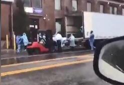 New York'ta corona virüsünden ölenler mobil morglara taşındı