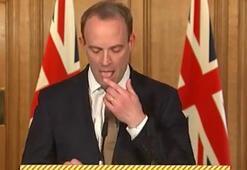 İngiliz bakana parmağını yalayarak sayfa çeviriyor tepkisi