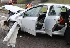 Anadolu Otoyolunda iki otomobil bariyere çarptı