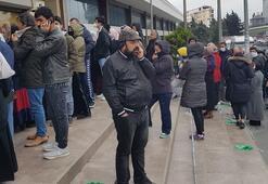 PTT önünde yoğunluk; sosyal mesafeye uymadılar