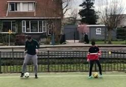 Van Persie ve oğlundan senkronize futbol...