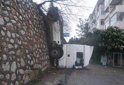 Kocaelide istinat duvarından düşen TIRın sürücüsü yaralandı