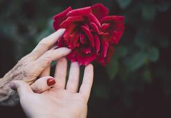 Ellerinizde oluşan koyu lekelerden kurtulmanız için 4 öneri