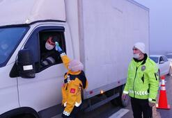 İstanbul çıkışı kapatıldı Polis denetim gerçekleştiriyor