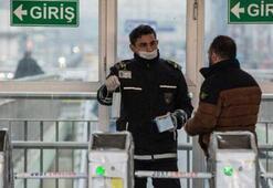 İstanbulda yeni dönem Corona virüs sebebiyle tek tek maske dağıtılıyor...