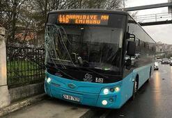 Kağıthanede özel halk otobüsü kaldırıma çıktı