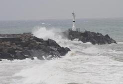 Karadenizde şiddetli fırtına Dalgalar 6 metreyi aştı