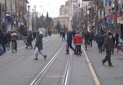 Eskişehirde sokaklar uyarı ve çağrılara rağmen doldu