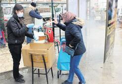 Burhaniye'de virüse karşı altı bin maske