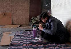 İstanbulda evsizler alt geçitte yatarken fotoğraflandı