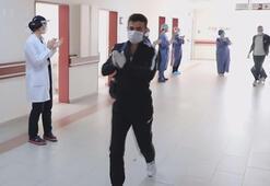 Erzurumda 16 corona virüs hastası alkışlarla taburcu oldu
